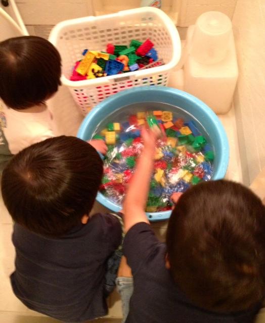 レゴ洗浄中